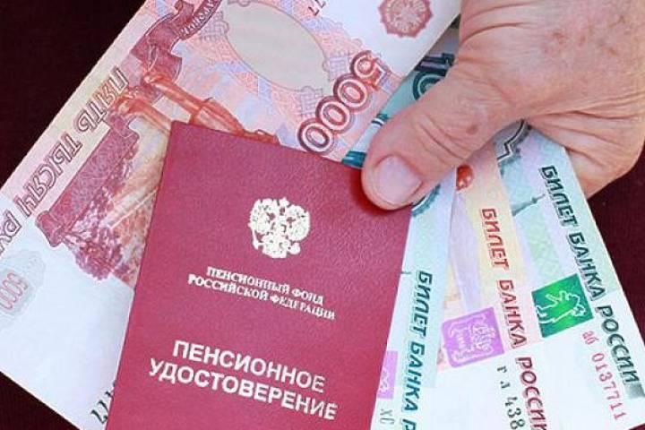 В январе 2017 года все пенсионеры получат 5000 рублей, как работающие, так и неработающие